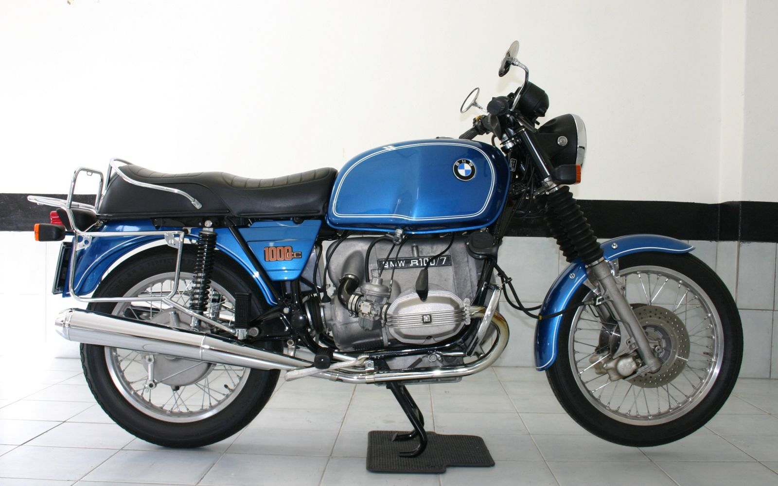 the most beautiful motorbikes of the world bmw r100 7. Black Bedroom Furniture Sets. Home Design Ideas